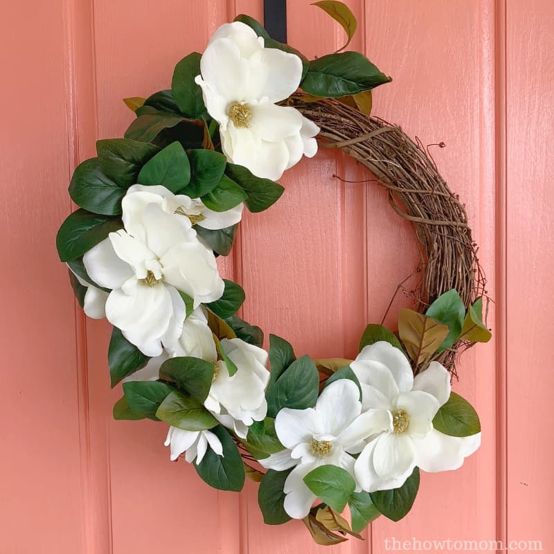 How To Make A Magnolia Wreath With Gorgeous Flowers The How To Mom