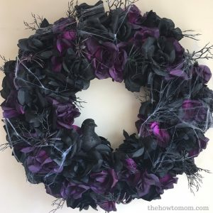 Creepy Black Rose Wreath – Halloween DIY