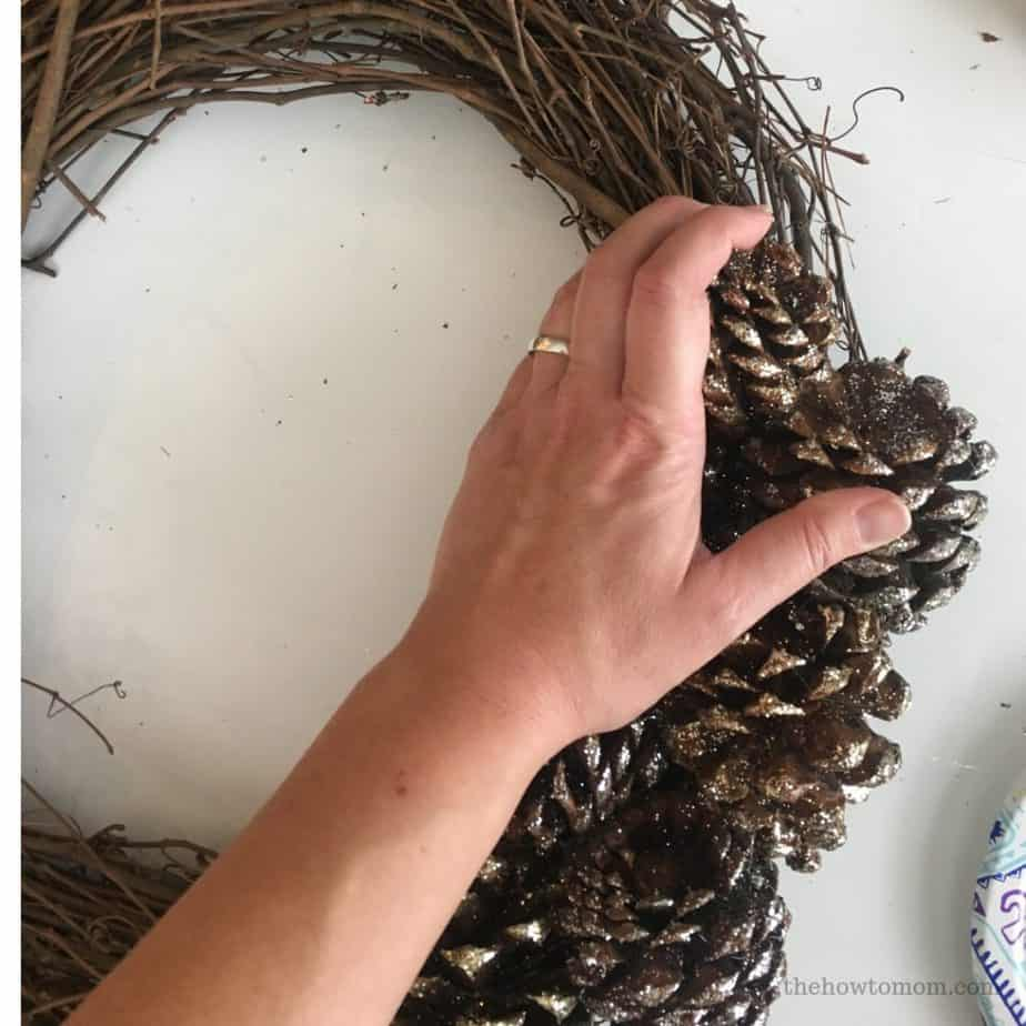 Easy Pinecone Wreath DIY