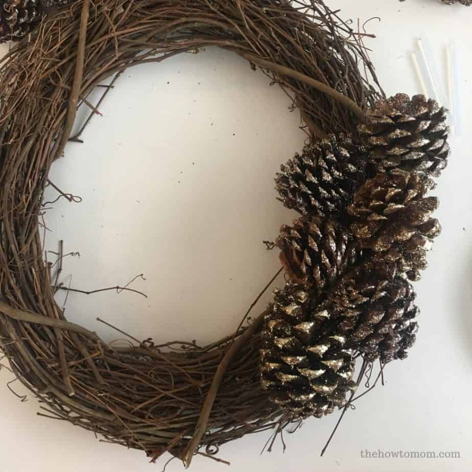 How to make a glittery pinecone wreath