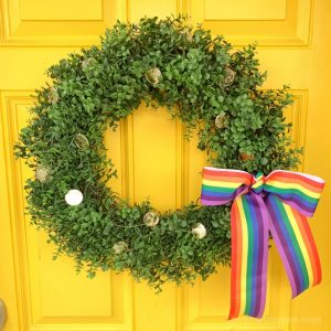 Easy St Patricks Day Wreath – with gold coins and boxwood
