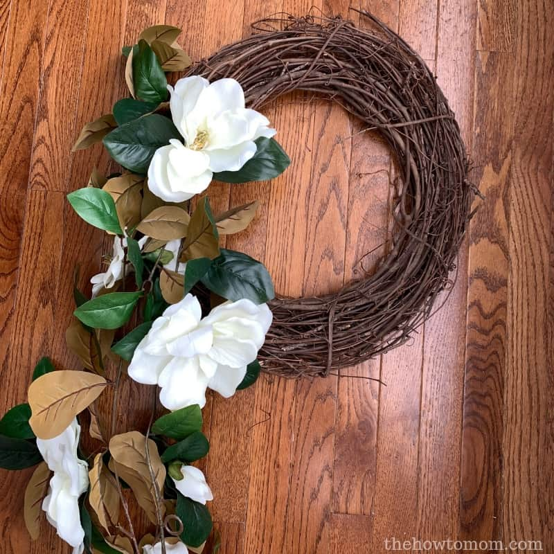 make an easy magnolia wreath