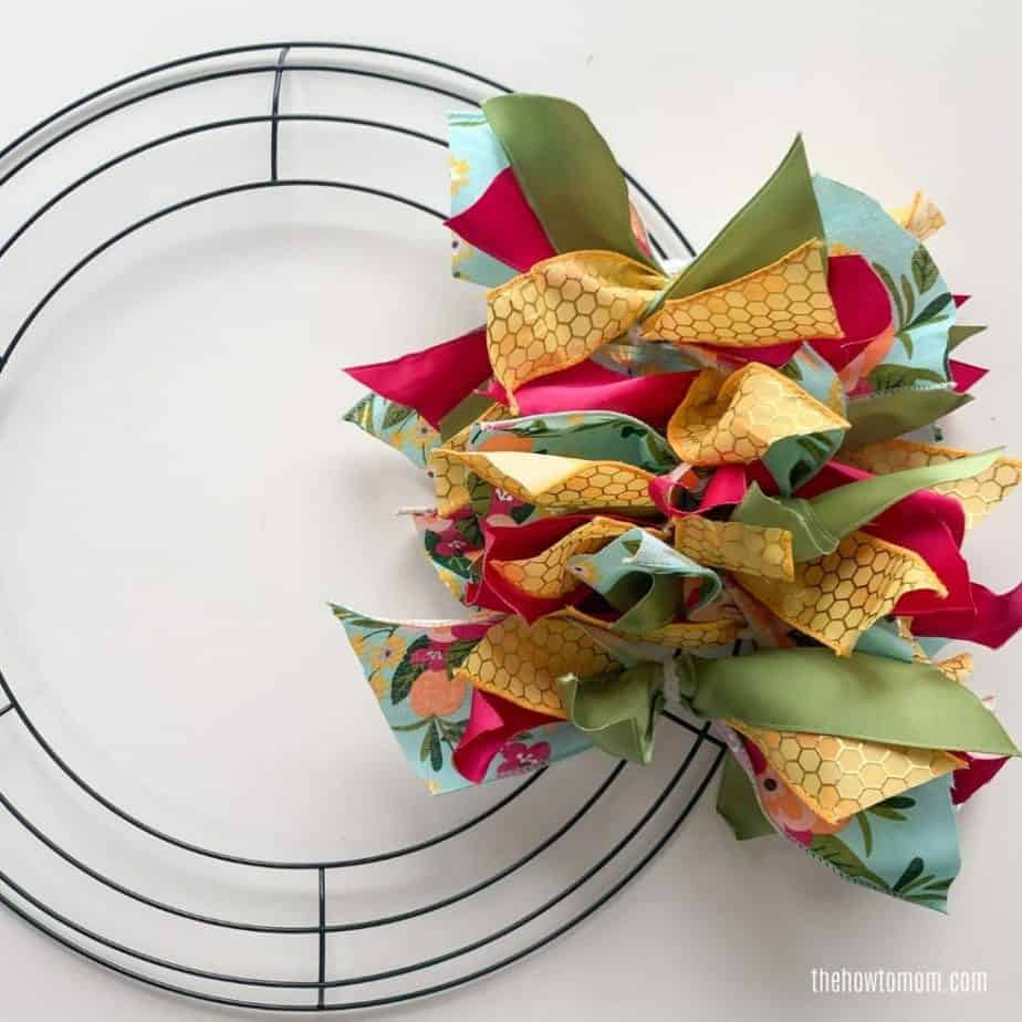 DIY wreath with ribbon tutorial